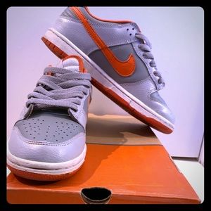 Nike Dunk Low Youth Size 5/ Women's Size 7.